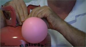 Hogyan fújjunk fel lufit hélium palackból?