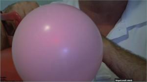 Várjuk meg, hogy a léggömbünk elérje a megfelelő méretet.